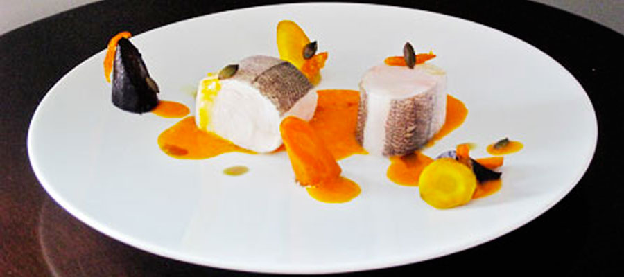 Photo du merlu fumé aux écorces de pin, carotte-kumquat